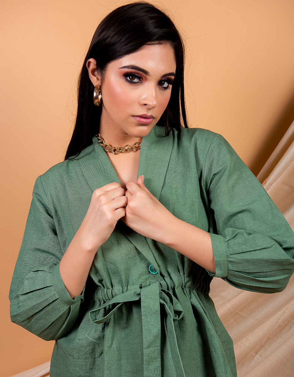 Green cotton linen top with with lapel collars