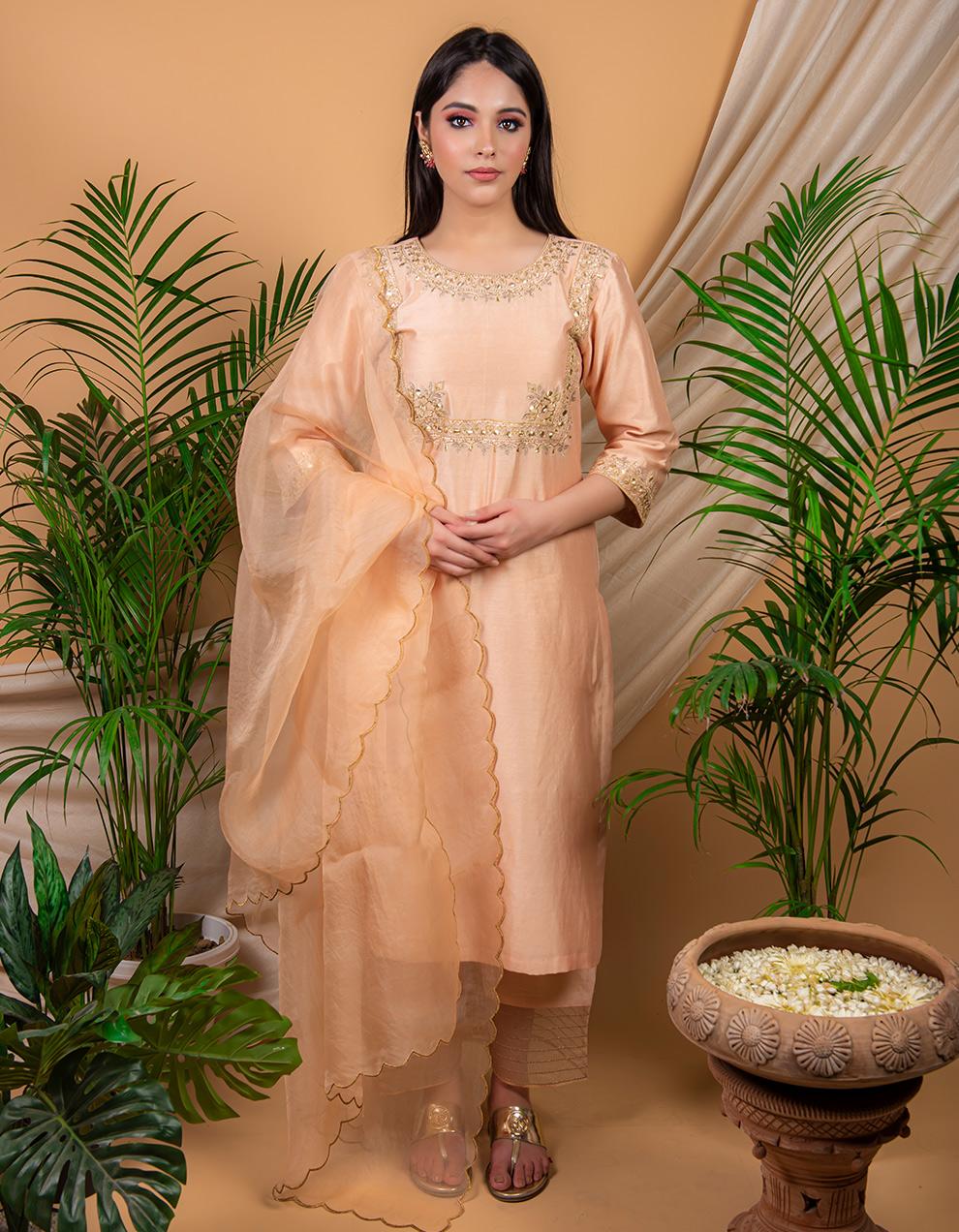 Peach hand e chanderi silk kurta with silk pallazzo and organza dupatta- Set of 3