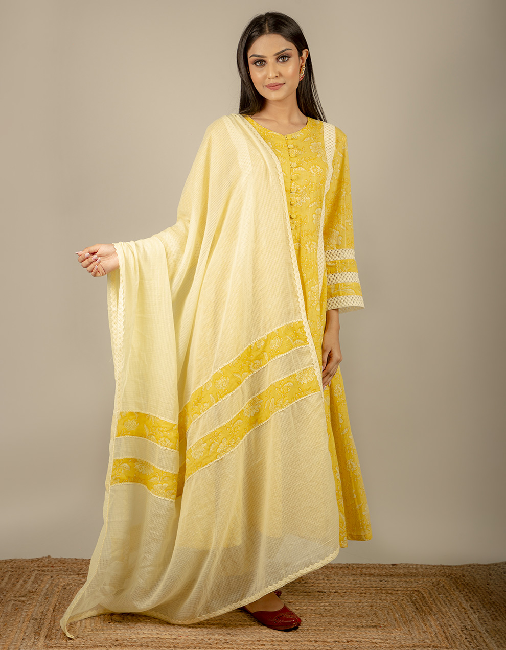 Dupatta with lace